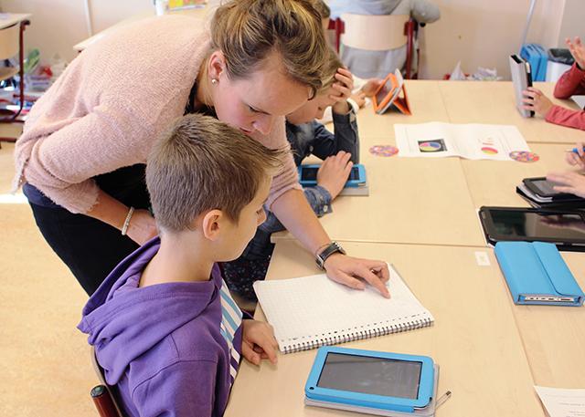 """VVD en PvdA: """"Zet pas afgestudeerden meteen voor de klas"""""""